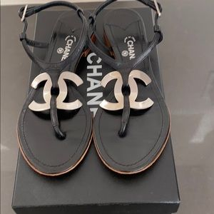Chanel leather thong sandals with large cc logo